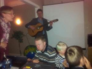 Staffan Lindberg underhåller på ekopilotfesten