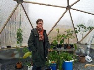 Eva-Lotta Thunqvist i experimentväxthuset