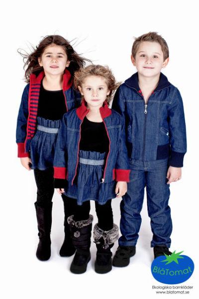Blåtomat-ekologiska-barnkläder-två-flickor-en-pojke