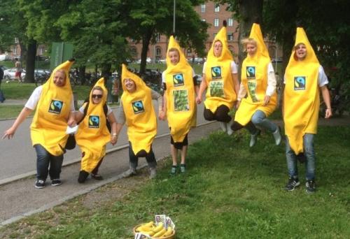 Fairtrade-ambassadörer-i-banandräkter
